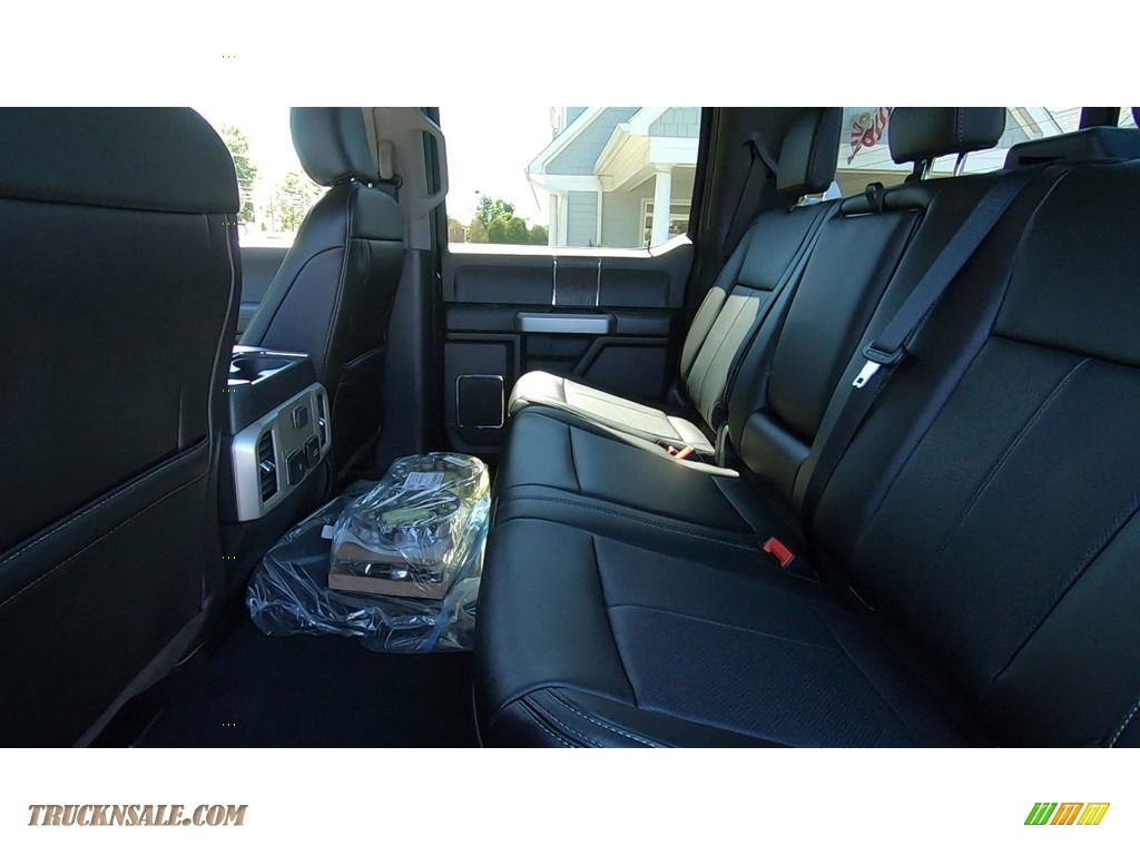 2020 F350 Super Duty Lariat Crew Cab 4x4 - Agate Black / Black photo #17