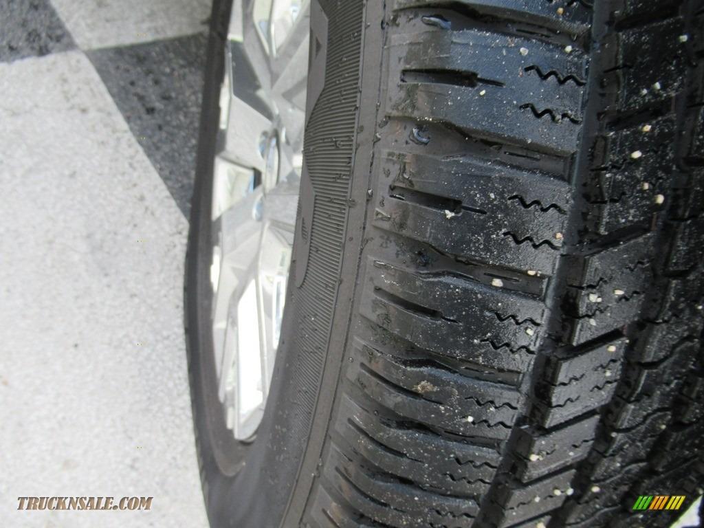 2020 Titan SV Crew Cab 4x4 - Gun Metallic / Black photo #8