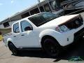 Nissan Frontier SV Crew Cab 4x4 Glacier White photo #27