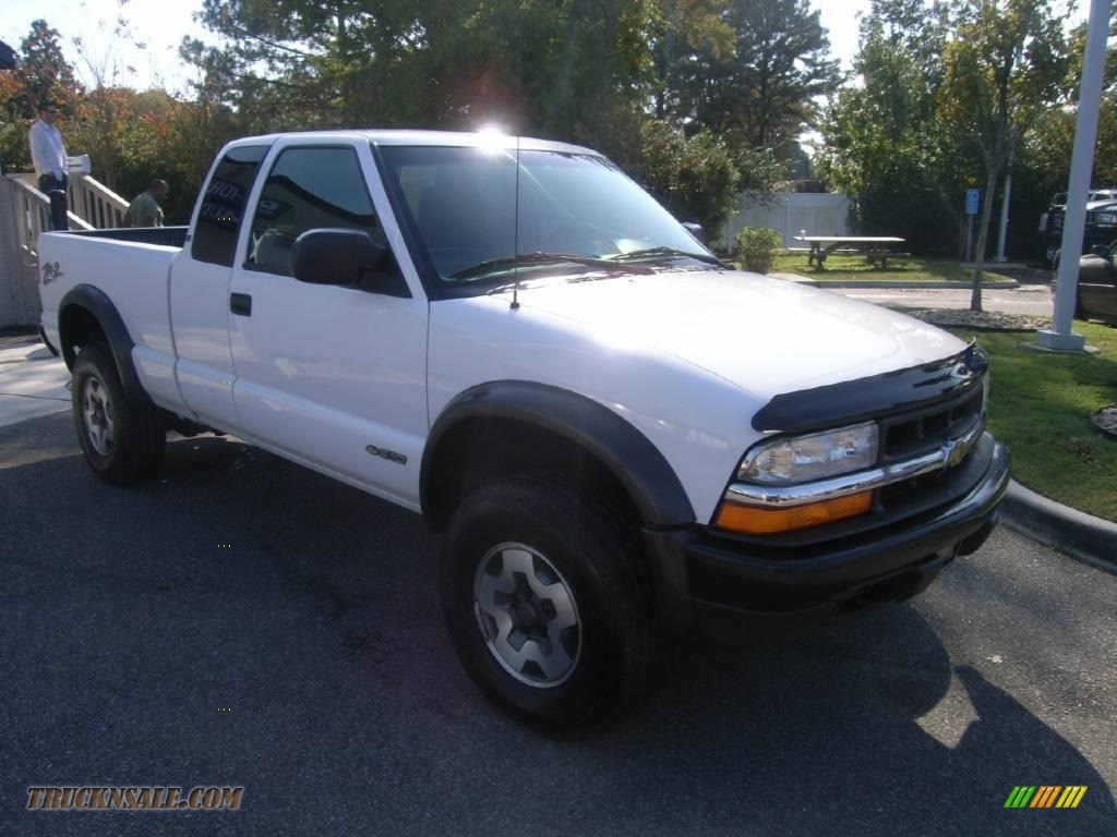 2001 Chevrolet S10 Zr2 Extended Cab 4x4 In Summit White
