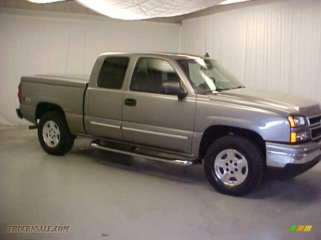 2007 Silverado 1500 Classic Z71 Extended Cab 4x4 - Graystone Metallic / Dark Charcoal photo #1