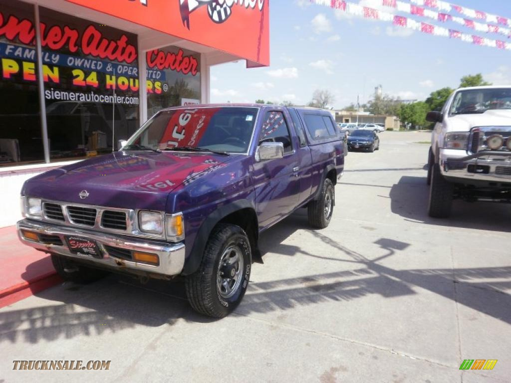 1995 Hardbody Truck XE V6 Extended Cab - Royal Blue Metallic / Gray photo #3