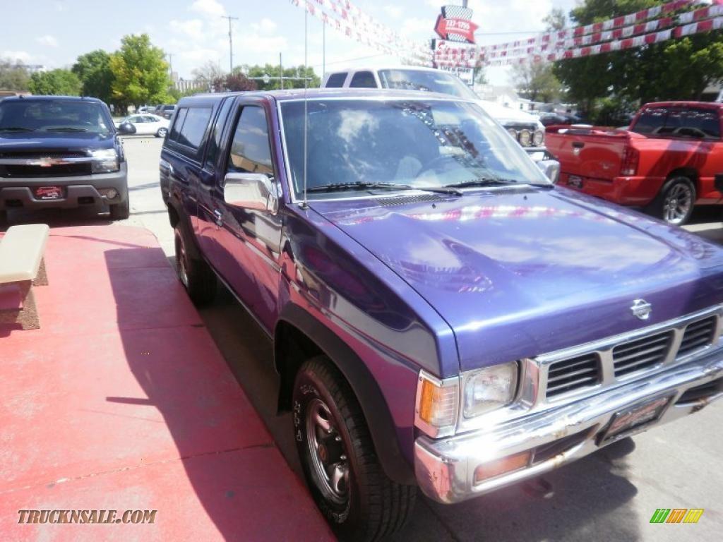 1995 Hardbody Truck XE V6 Extended Cab - Royal Blue Metallic / Gray photo #7