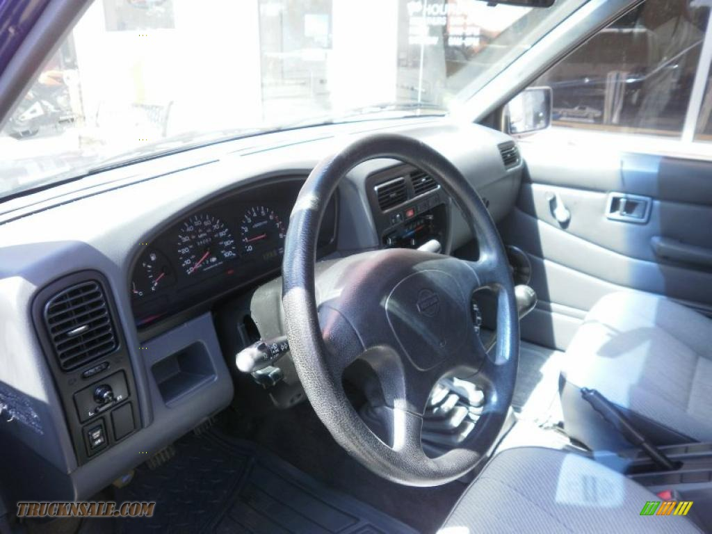 1995 Hardbody Truck XE V6 Extended Cab - Royal Blue Metallic / Gray photo #10