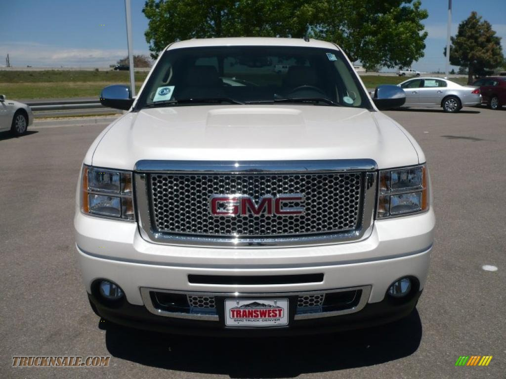 2010 gmc sierra 1500 denali crew cab awd in white diamond tricoat photo 2 239363 truck n 39 sale. Black Bedroom Furniture Sets. Home Design Ideas