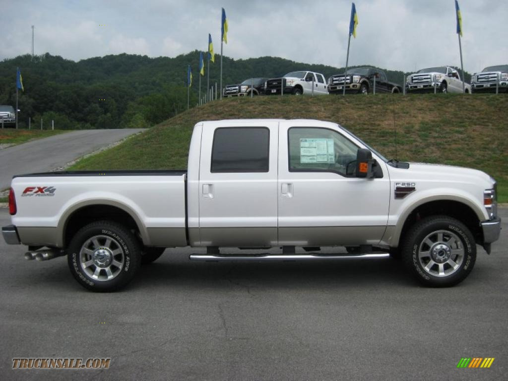 2010 ford f250 super duty lariat crew cab 4x4 in white platinum tri coat photo 5 a91211. Black Bedroom Furniture Sets. Home Design Ideas