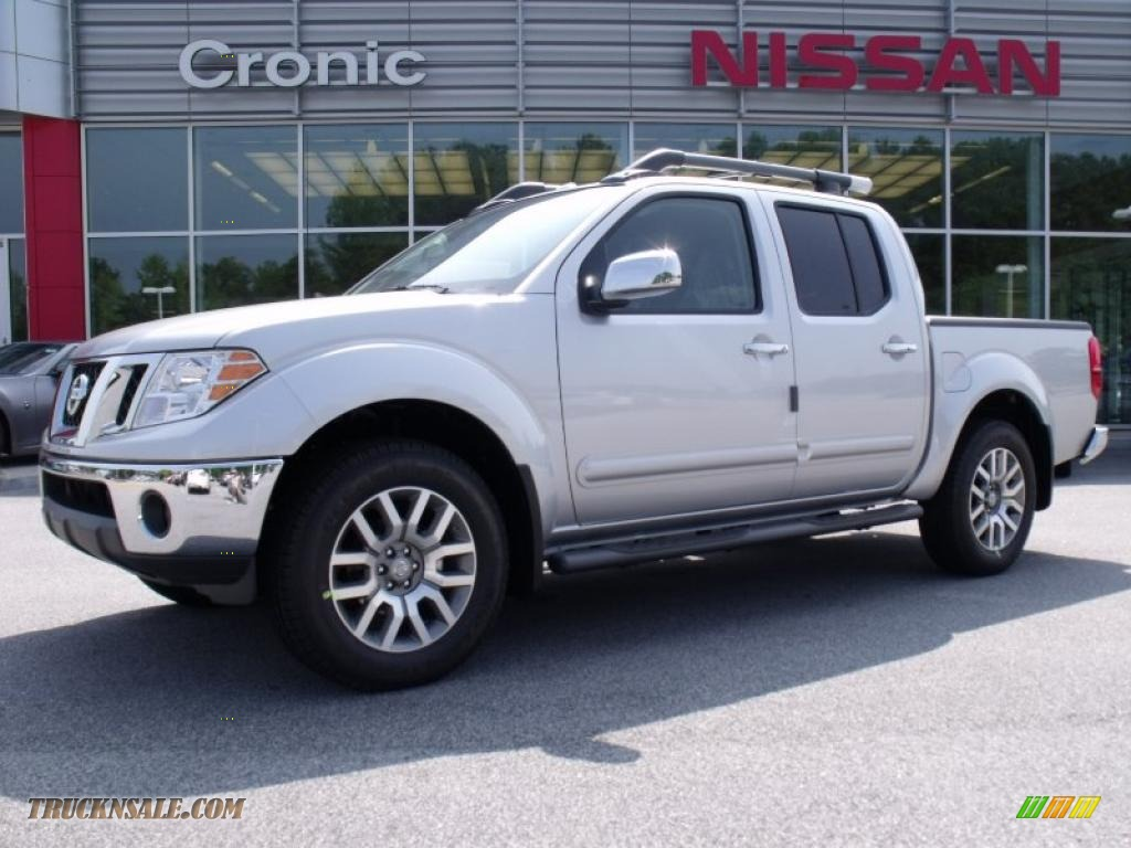 2010 nissan frontier le crew cab 4x4 in radiant silver metallic 444057 truck n 39 sale. Black Bedroom Furniture Sets. Home Design Ideas