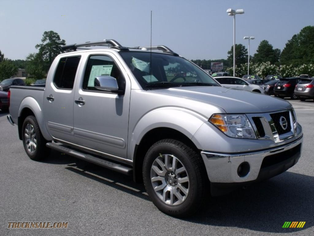 2010 nissan frontier le crew cab 4x4 in radiant silver metallic photo 7 444057 truck n 39 sale. Black Bedroom Furniture Sets. Home Design Ideas