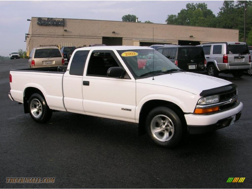 2003 Chevrolet S10 Ls Extended Cab In Summit White