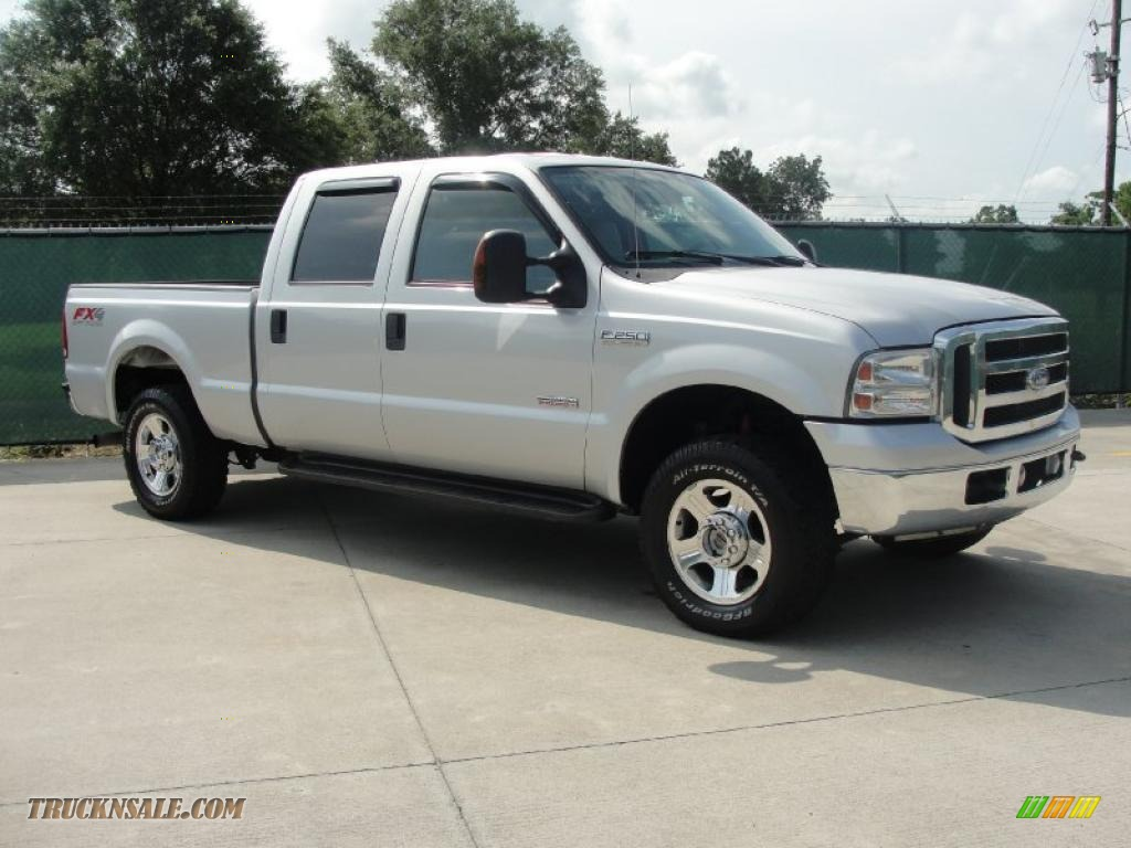 2005 Ford F250 Super Duty Lariat FX4 Crew Cab 4x4 in Silver Metallic
