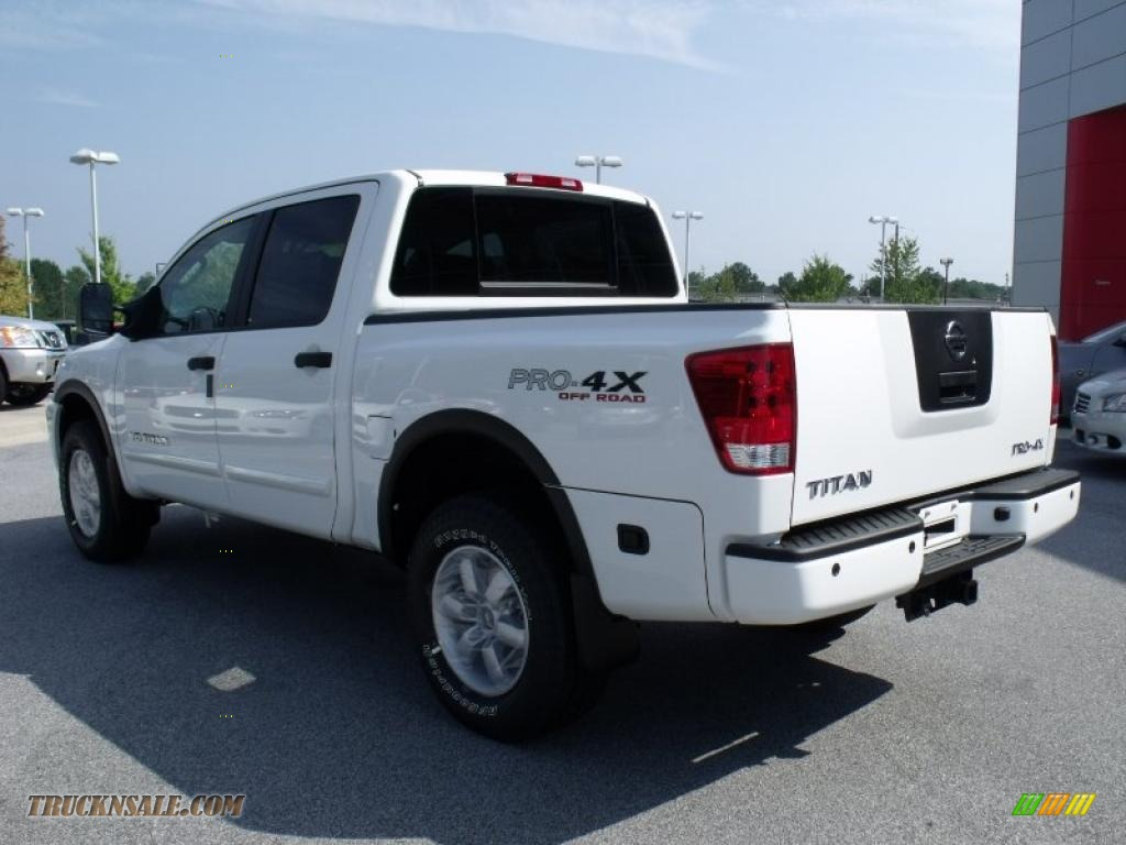 2010 nissan titan pro 4x crew cab 4x4 in blizzard white photo 3 325274 truck n 39 sale. Black Bedroom Furniture Sets. Home Design Ideas