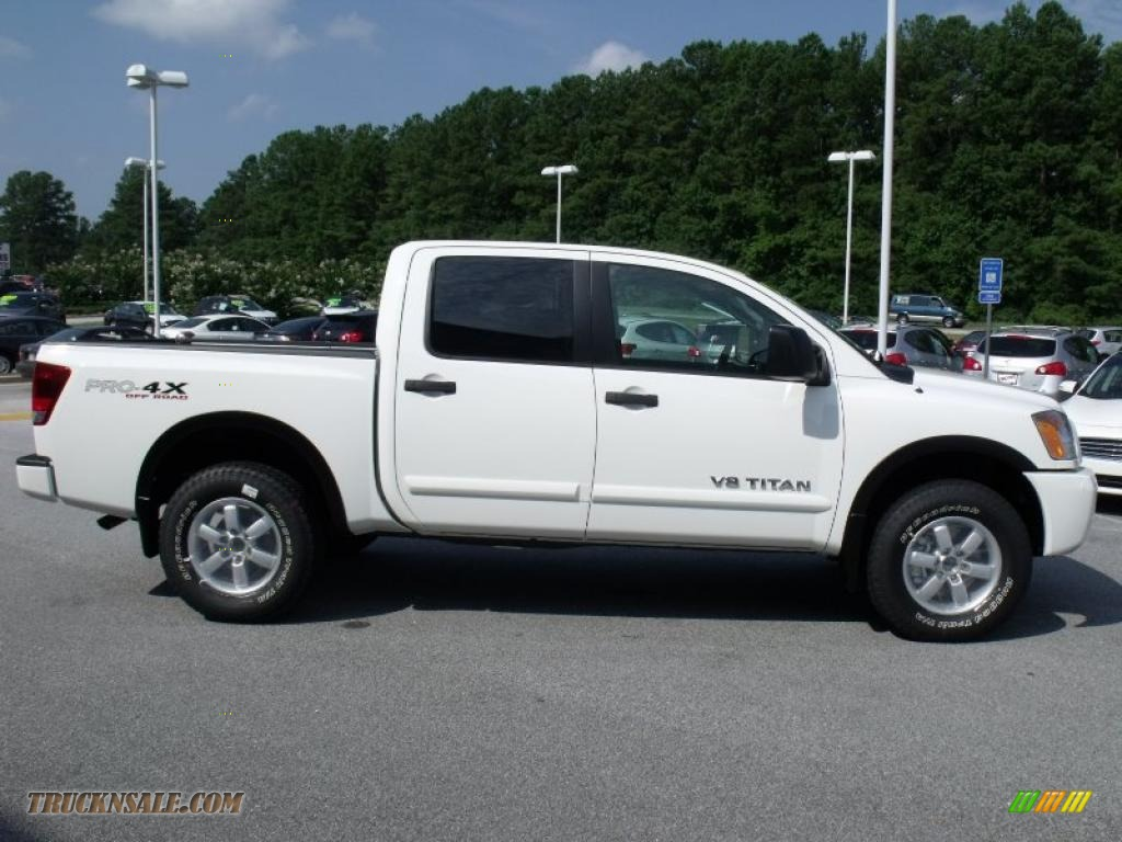 2010 nissan titan pro 4x crew cab 4x4 in blizzard white photo 6 325274 truck n 39 sale. Black Bedroom Furniture Sets. Home Design Ideas
