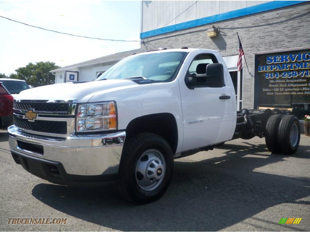 Summit white dark titanium chevrolet silverado 3500hd regular cab chassis 4x4 dually