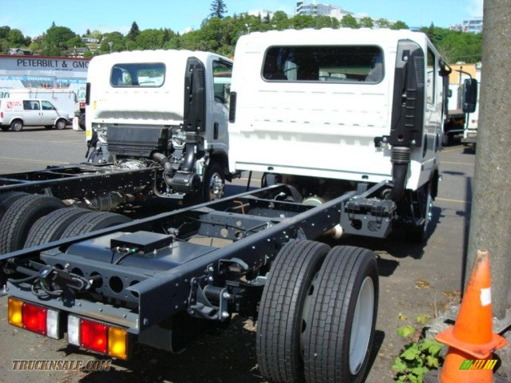 2010 gmc w series truck w4500 crew cab chassis in arctic white photo  5