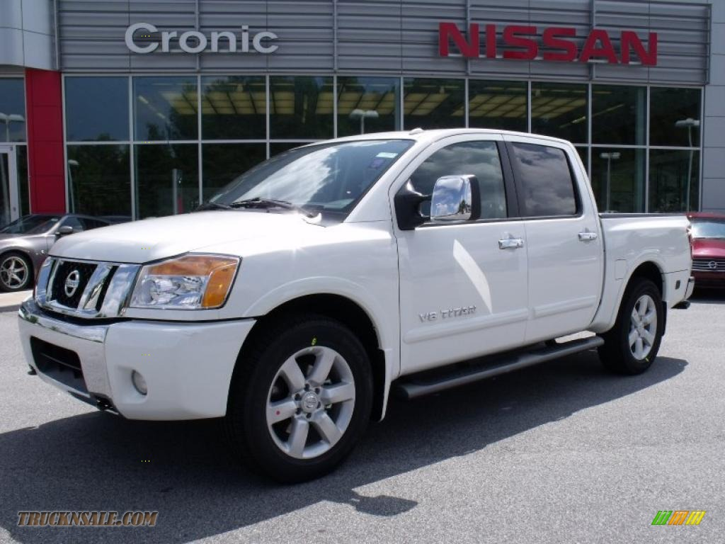 2010 nissan titan le crew cab in blizzard white 326098. Black Bedroom Furniture Sets. Home Design Ideas