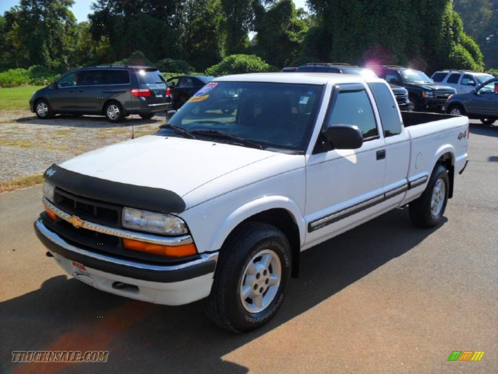 2003 chevrolet s10 ls extended cab 4x4 in summit white 262325 truck n 39 sale. Black Bedroom Furniture Sets. Home Design Ideas