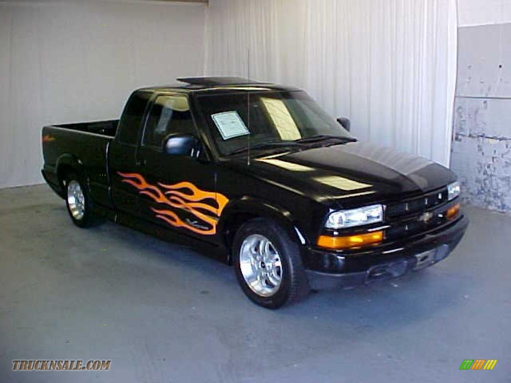 Black onyx graphite chevrolet s10 xtreme extended cab