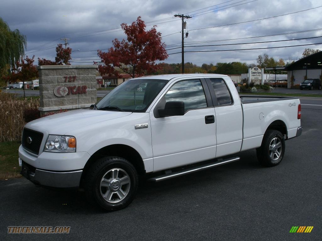 2005 F150 XLT SuperCab 4x4 - Oxford White / Medium Flint Grey photo #1