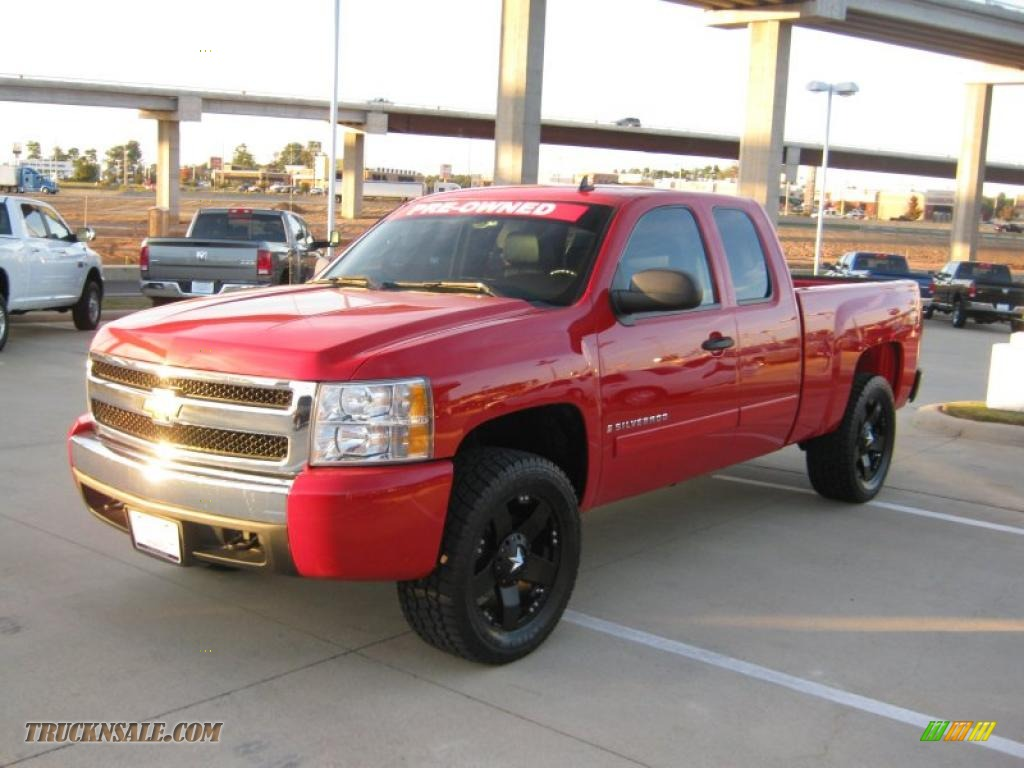 2007 chevrolet silverado 1500 lt z71 extended cab 4x4 in victory red 692123 truck n 39 sale. Black Bedroom Furniture Sets. Home Design Ideas