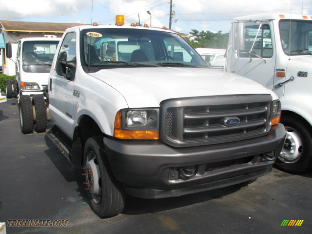 2001 F550 Super Duty XL Regular Cab Chassis - Oxford White / Medium Graphite photo #1