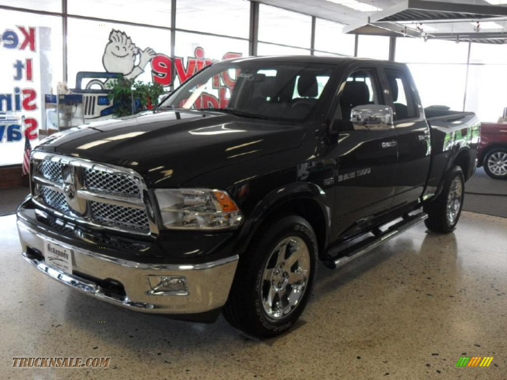 Brilliant Black Crystal Pearl / Dark Slate Gray Dodge Ram 1500 Laramie Quad Cab 4x4