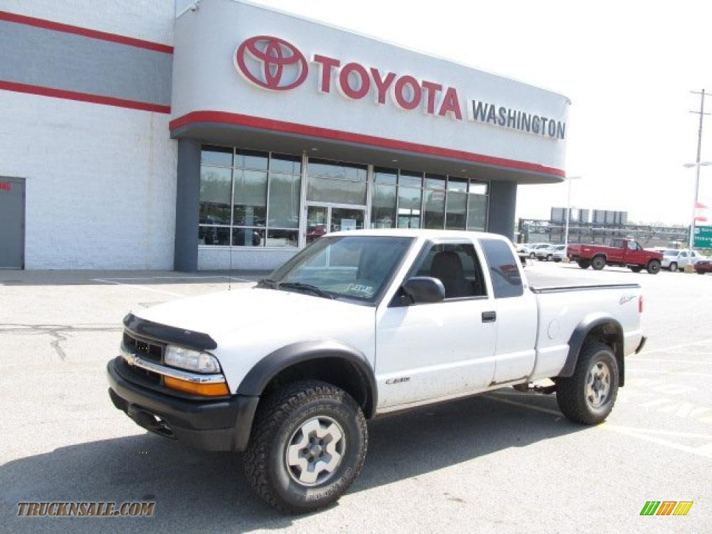 Summit white graphite chevrolet s10 zr2 extended cab 4x4
