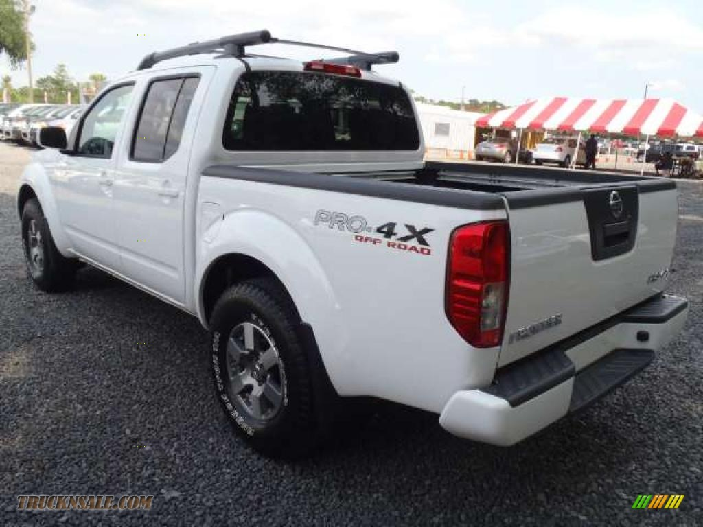 2011 frontier pro 4x crew cab 4x4 avalanche white charcoal leather photo