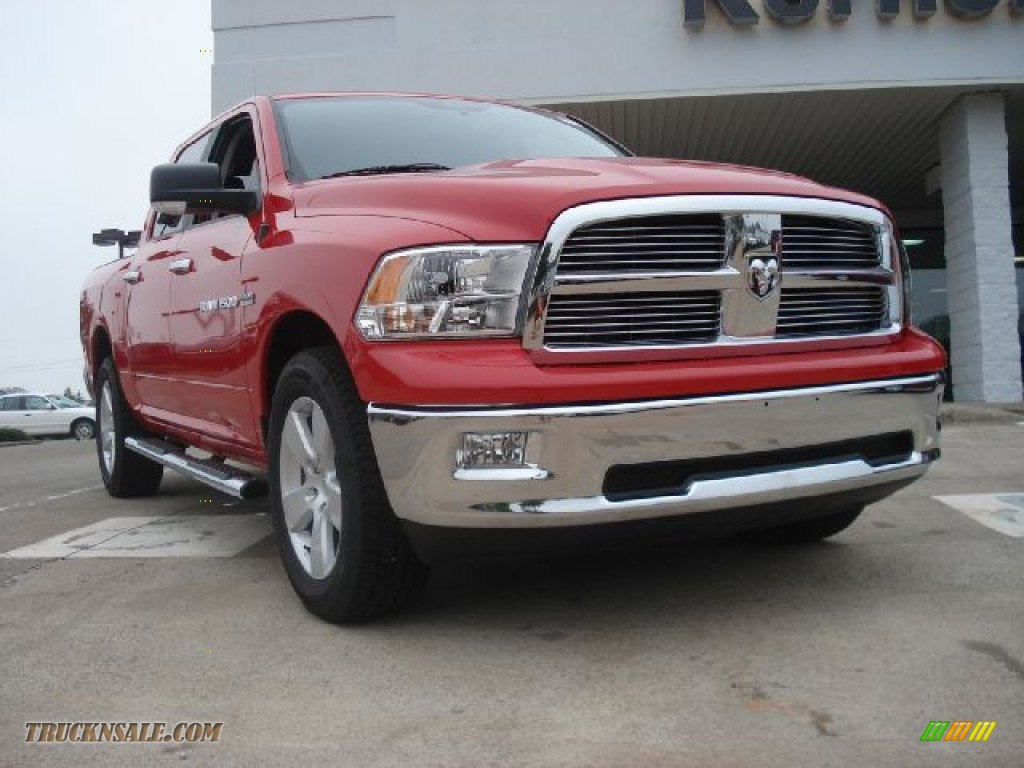 2011 dodge ram 1500 big horn crew cab 4x4 in flame red 678943 truck n 39 sale. Black Bedroom Furniture Sets. Home Design Ideas