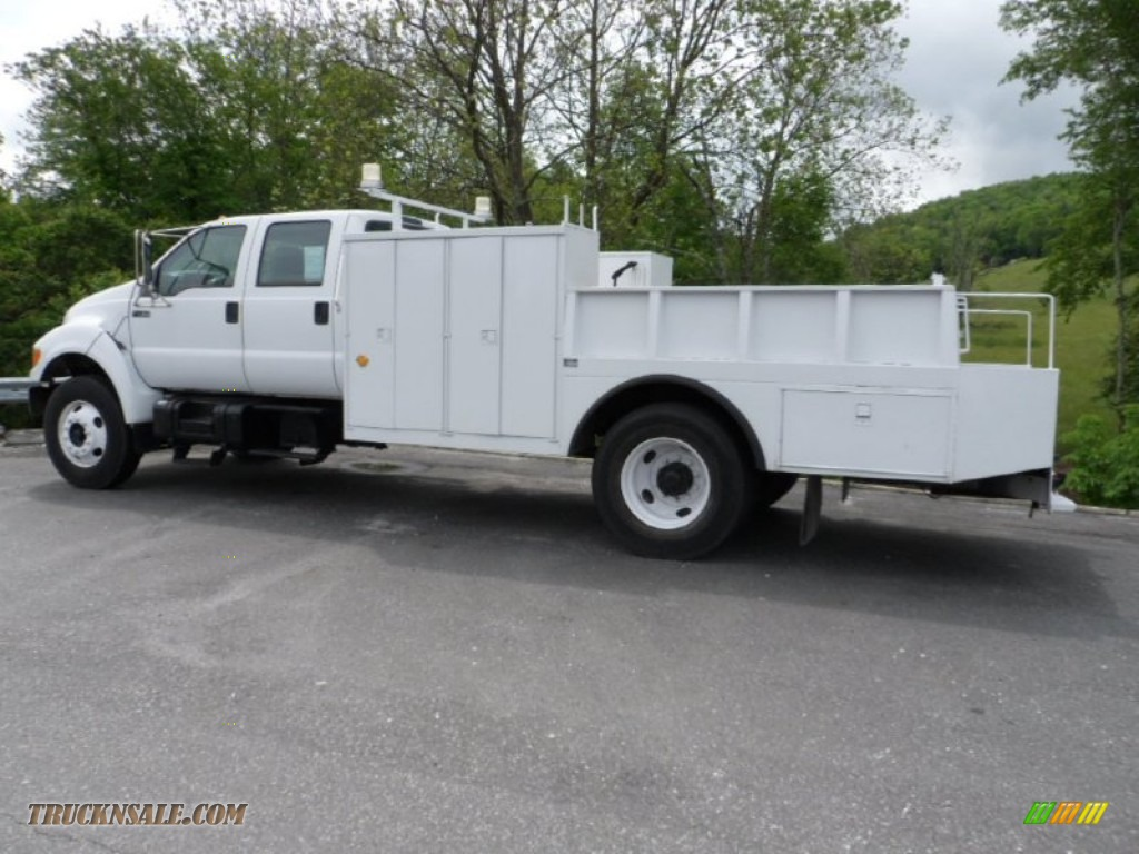 2001 Ford F750 Super Duty XL Crew Cab Utility Truck in Oxford White - A15998 | Truck N' Sale