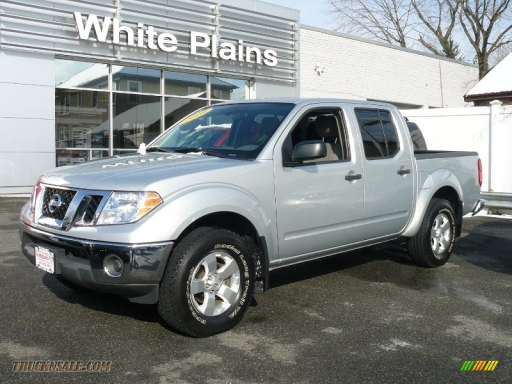 2010 nissan frontier se crew cab 4x4 in radiant silver metallic 428153 truck n 39 sale. Black Bedroom Furniture Sets. Home Design Ideas